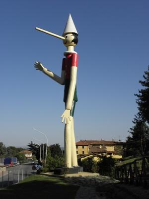 Pinocchio in legno più grande del mondo